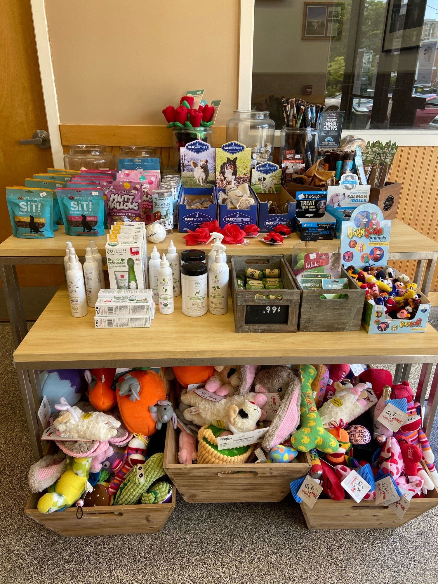 "Pet Toys, Chews, Treats, Wellness Products, and Gift Certificates<br><br>  <span style=""font-size: 22px; font-weight: 500;"">Come by your local Best Friends Pet Hotel to purchase popular pet care products and accessories, along with plush toys stocked for every day and holiday, an array of chew toys and treats, gift certificates, and more goodies!</span>"